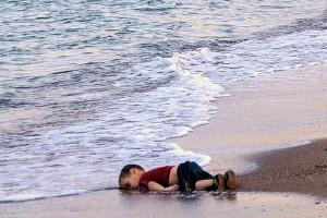 10136372-aylan-kurdi-mort-en-turquie-le-recit-bouleversant-du-drame